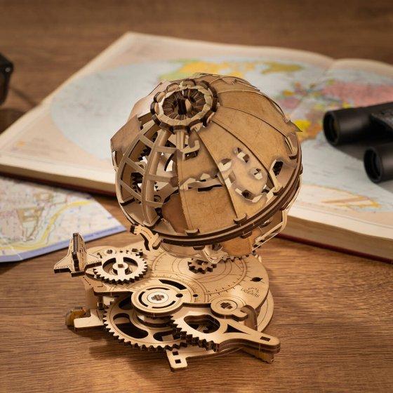 Holzmodell Globus