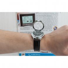 Armbanduhr mit Licht und Lupe-2