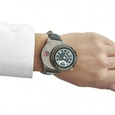 Armbanduhr mit Sturmfeuerzeug-2