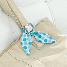 Uhr mit vier Tuchbändern-2